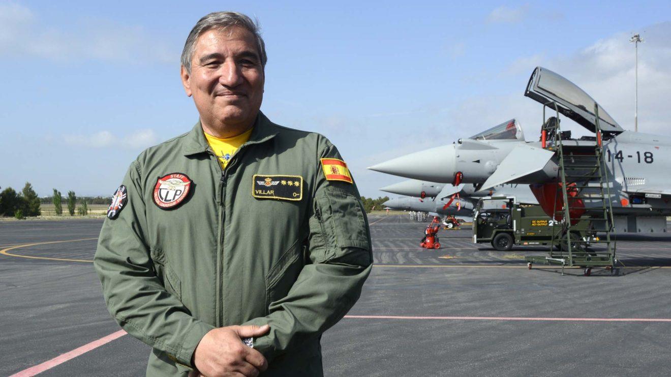 El coronel Villar es el actual jefe del TLP en la base de Los Llanos. Nos señaló que en el curso de septiembre se volará junto a drones por primera vez (que operarán desde otra base), y en noviembre los primeros F-35 participaran en los cursos.