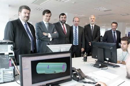 El consejero de Empleo del Gobierno Vasco, José María Aburto, y el presidente de Aerrnova, Iñaki López Gandásegui inauguraron la nueva edición del curso de especialización de la empresa vasca den Zamudio