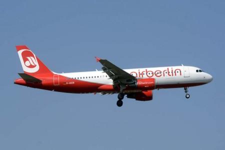 Hasta 40 aviones Airbus A320 como este y A319 de Air Berlin pasarán a operar para Eurowings pintados con los colores de esta aerolínea.