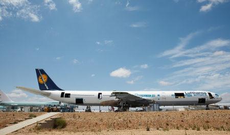 El A340 D-AIHO en Teruel a medio desguazar, con secciones de su fuselaje ya cortadas para hacer los recuerdos.