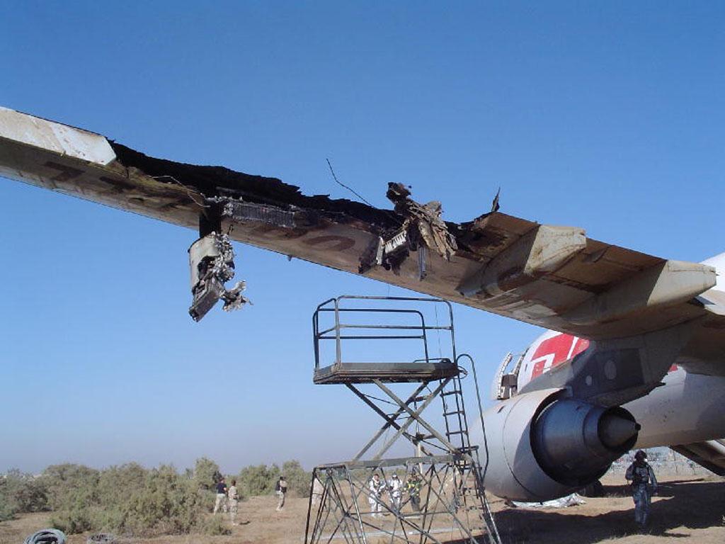 A300 de DHL dañado en Bagdad.