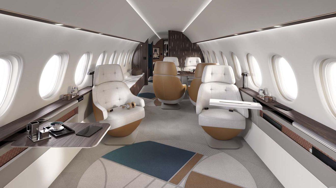 El ancho de la cabina permite separar los asientos de las paredes sin perder espacio en el pasillo,