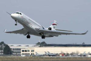 Despegue de Burdeos del Dassault Falcon 6X en su primer vuelo.