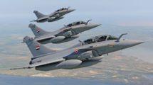 Los tres primeros Rafale biplazas de la Fuerza Aérea de Egipto en un vuelo en formación.
