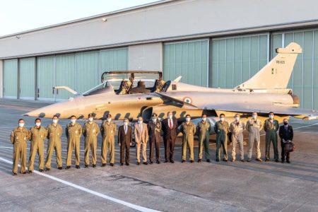 La partida hacia India de los Rafale ha estado precedida de una breve ceremonia en la que han estado presentes Eric Trappier, presidente de Dassault Aviation y Shri Jawed Ashraf, embajador de India ante Francia.