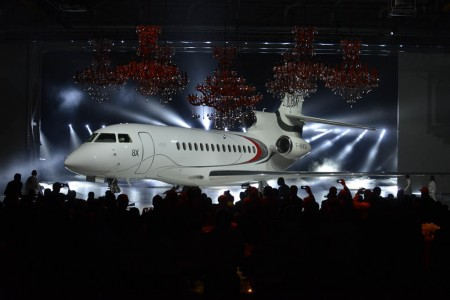 Ceremonia de roll out del primer Dassault Falcon 8X.