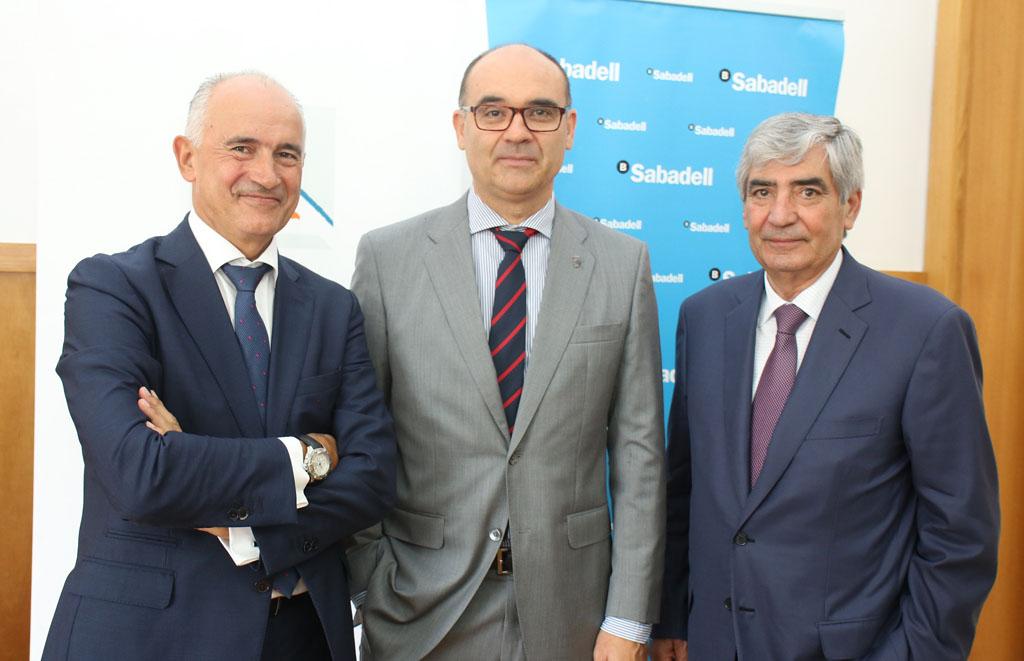 De izquierda a derecha Matas, Palomar y Miñano en el acto de firma del acuerdo.