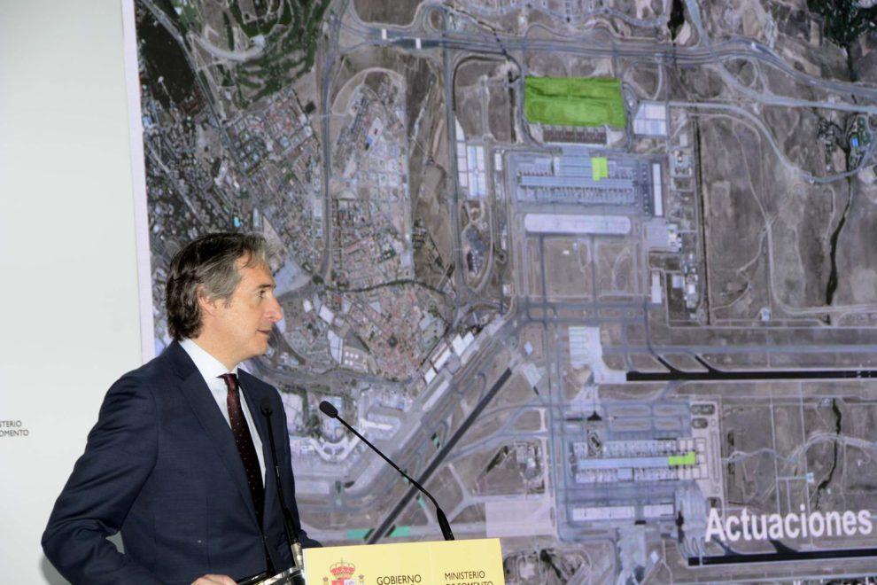 El ministro de la Serna durante la presentación del plan Barajas 2017-2026.
