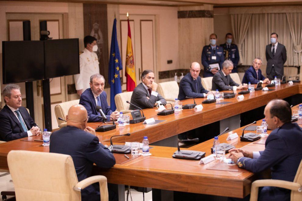 Firma del protocolo entre Defensa y la indutria española para el FCAS.