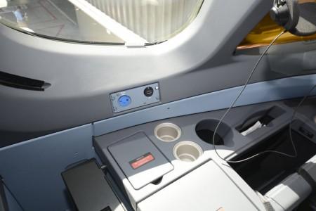 En el A350 hasta los pilotos tienen sus enchufes de corriente y USB en el cockpit.