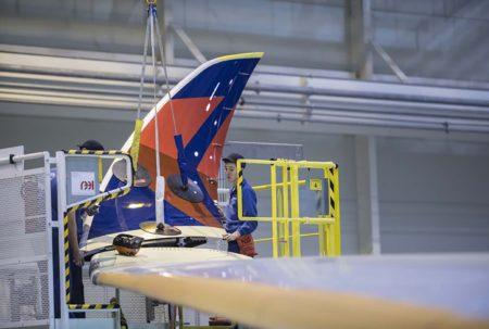 Trabajos de instalación de uno de los winglets en el primer Airbus A350 para la estadounidense Delta.
