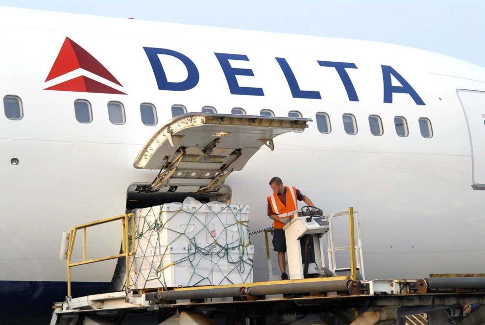 A diferencia de otras aerolíneas que han habilitado la cubierta de pasaje para carga, Delta solo usa las bodegas de sus aviones.