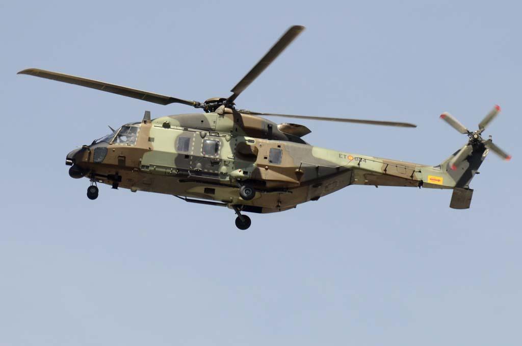 Otra de las aeronaves debutantes este año ha sido el NH90 de FAMET, del que han desfilado dos unidades.