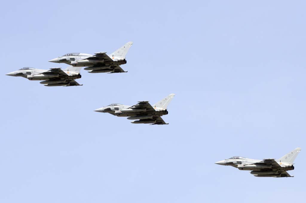 """La formación del Ala 11 con cuatro Eurofighter fue anunciada como Formación """"Baltic Air Policing"""" al estar cinco aviones de esta unidad en Estonia dentro de esta operación de la OTAN."""