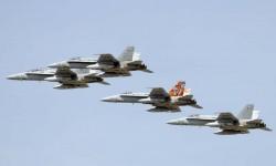 Formación del Ala 15 con cuatro F/A-18, incluido el C15-14/15-01 con su cola Tigre.