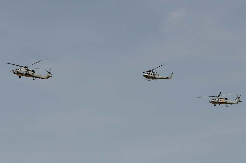 Formación de la Armada compuesta por dos SH-60 de la 10ª Escuadrilla y un Bell 212 de la 3ª.