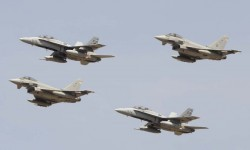 La primera formación en sobrevolar Guadalajara ha sido la denominada de Mando, formada por dos F/A-18 del Ala 12 y dos Eurofighter del Ala 14.