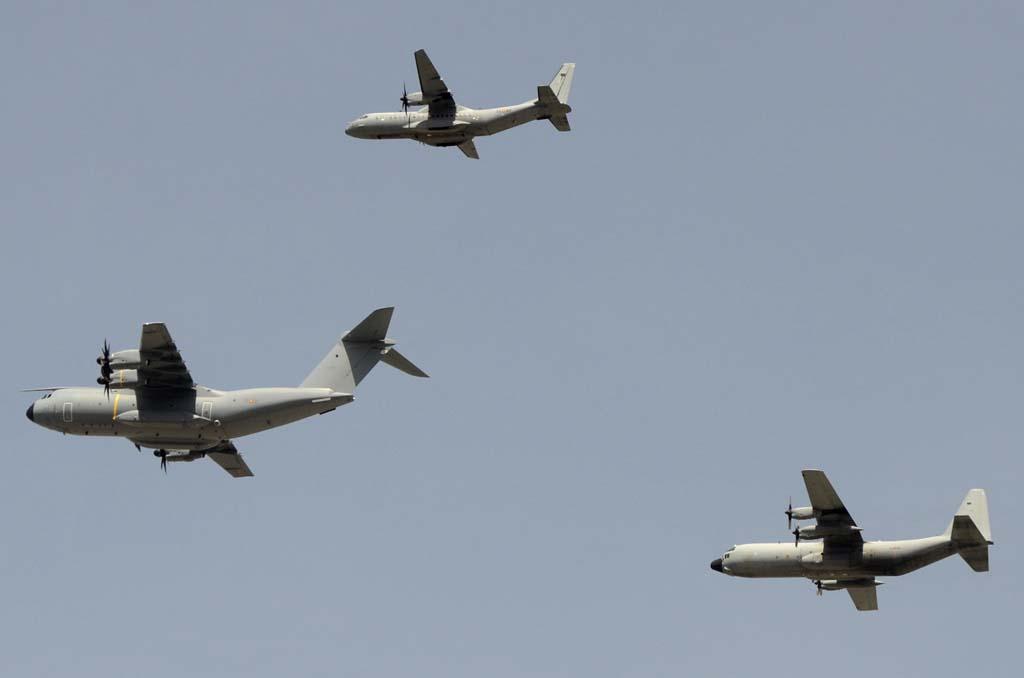Formación de transportes encabezada por el A400M del Ala 31 con un C295 del Ala 35 y el C-130-H-30 del Ala 31.