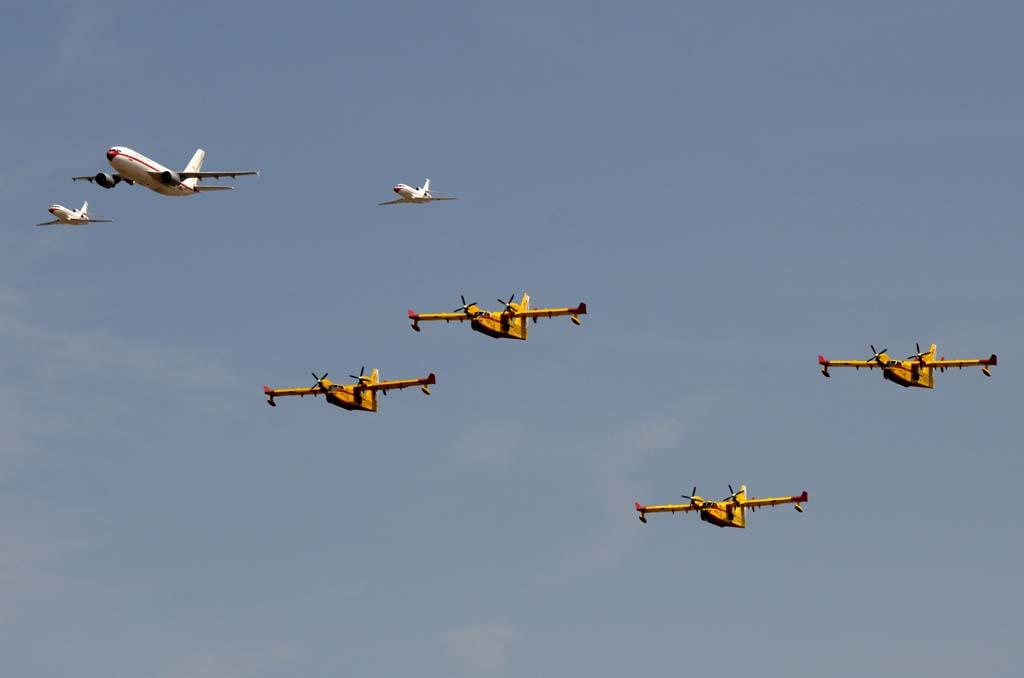 Las diferentes velocidades de los aviones nos han dejado ver por ejemplo como la formación del 45 Grupo ha adelantado a los más lentos CL-215T del 43 Grupo.