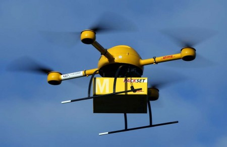 La entrega de paquetería urgente es uno de los campos que han sido propuestos para el uso de drones.
