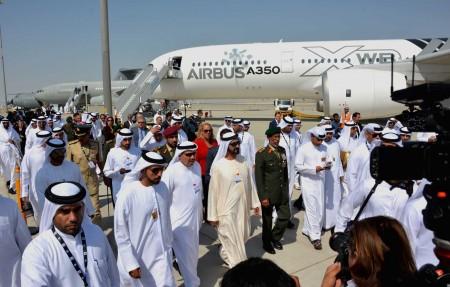 Inauguración del Dubai Air Show 2015 con el Airbus A350 msn002 y los A330MRTT y A400M de Airbus Defense and Space.