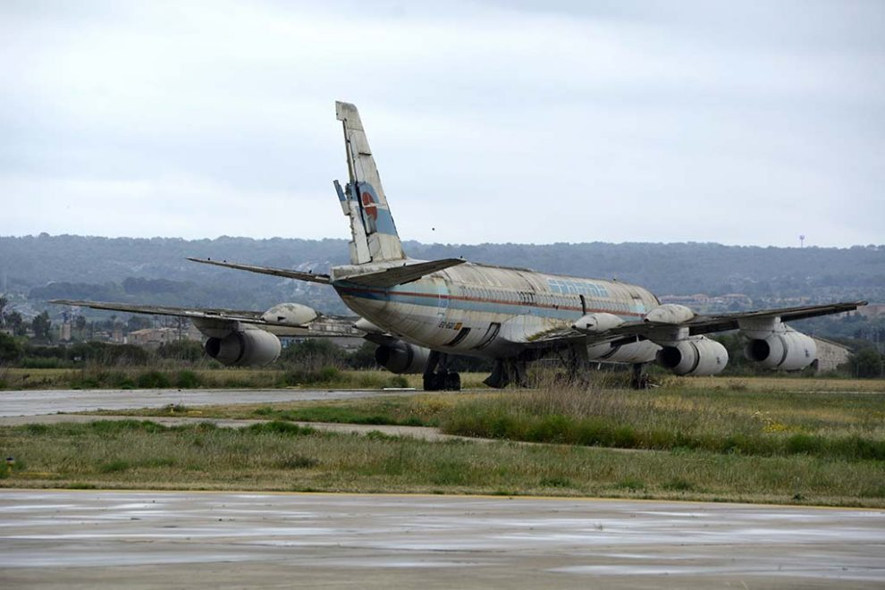 El Convair Coronado EC-BZO abandonado en Palma desde hace casi 30 años y la mayor parte de ese tiempo a la intemperie.