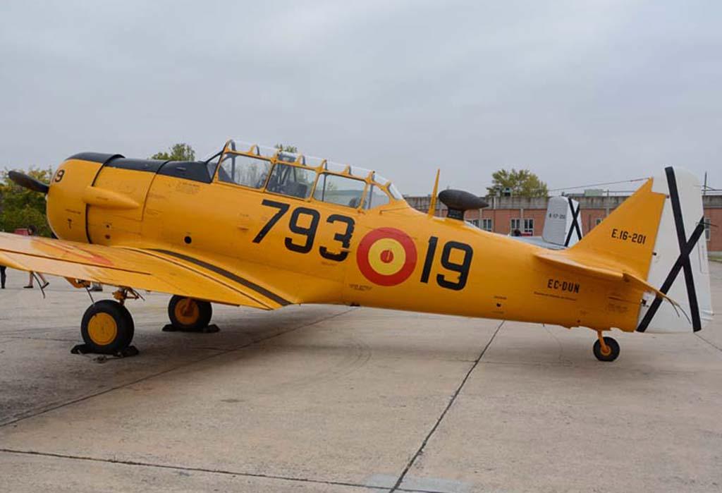 North American T-6 de la FIO.