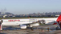 El EC-IJN con su decoración promocional de Cantabria a su llegada al aeropuerto de Santander en su primer vuelo comercial con esta.