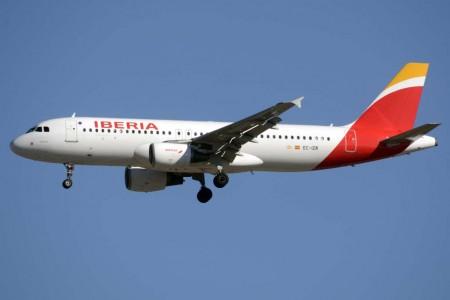 El único avión que Iberia tenía pintado de Oneworld ha sido pintado con los nuevos colores de la aerolínea.