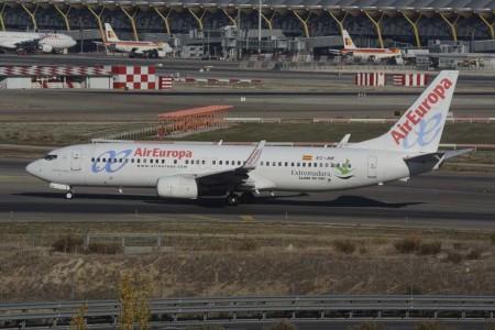 Air Europa decoró dos de sus aviones, este Boeing 737 y un ATR 72 de Swiftair en 2015 con publicidad de Extremadura.