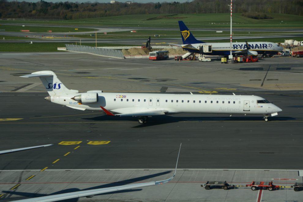 Uno de los CRJ90 operados por Air Nostrum para SAS, la cual exige que sean tripulaciones de Air Nostrum quienes los operen.
