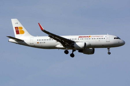 Iberia Express vuela actualmente a 28 destinos: 12 en España y 16 internacionales, a los que en 2016 sumará Birmingham y Reikiavik.