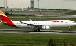 IBERIA ESTRENA MARCA. Acabamos el año con el mismo protagonista con el que lo empezamos. Iberia presenta su nueva imagen de marca, en el fuselaje de uno de los A330-300. Nueva imagen, nuevos tiempos, todos esperamos que 2014 sea el de la recuperación de la primera aerolínea de España, que además, cumplió en diciembre 85 años de historia.