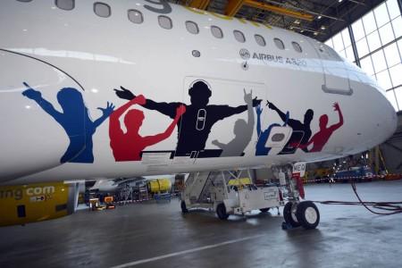 Fuselaje delantero del Airbus A320 EC-MEQ de Vueling y Pepsi.