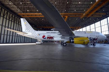 EC-MEQ Airbus A320 de Vueling promocionando Pepsi Max.