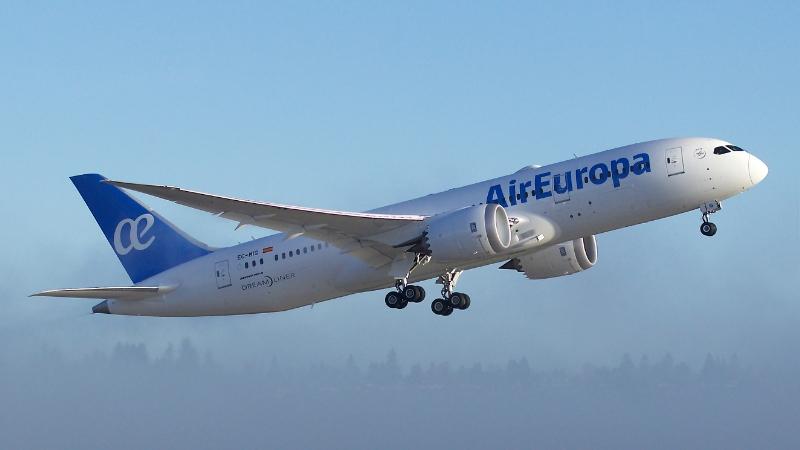 Despegue del Boeing 787 EC-MIG en uno de los cuatro vuelos que ha realizado antes de su entrega.