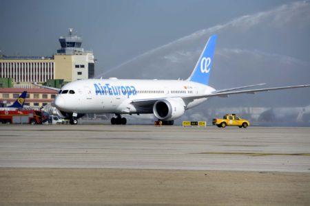 El EC-MIG a su llegada a Barajas procedente de la factoría de Boeing.