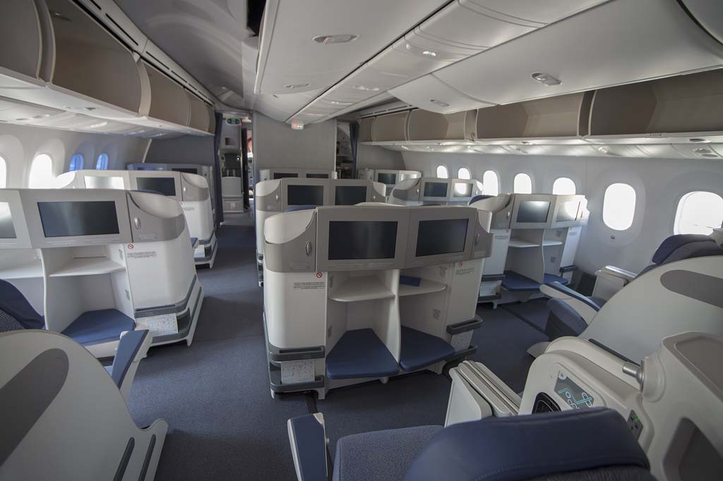 Una variación de estos asientos están siendo instalados también en algunos de los Airbus A330 de Air Europa.