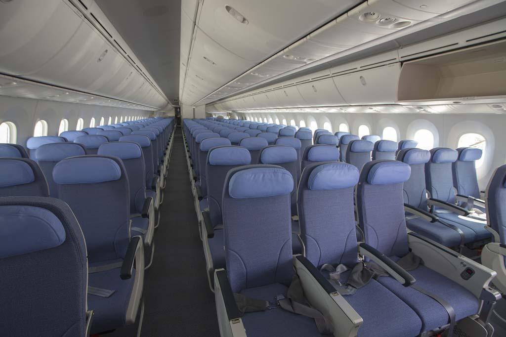 Como la práctica totalidad de los usarios de B-787, Air Europa se ha decantado por filas de 3-3-3 para la clase turista.