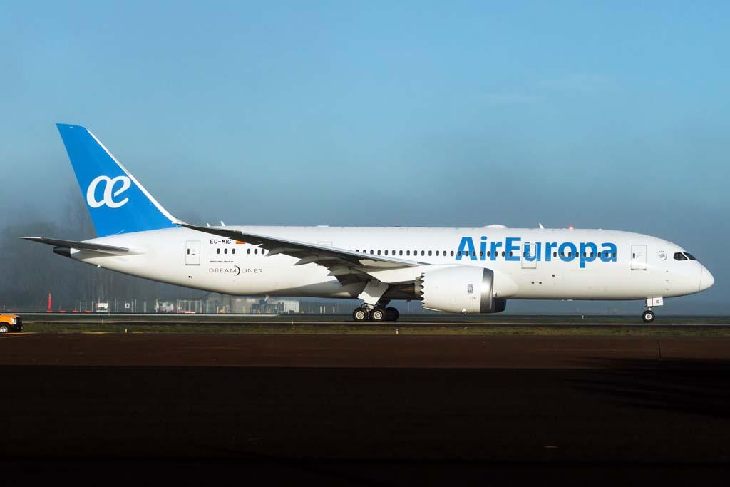 Boeing 787 de air europa pintado fly news for Interior 787 air europa
