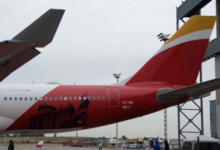 Detalle de la decoración añadida al Airbus A330-300 EC-MIL de Iberia para los vuelos a Tokyo.