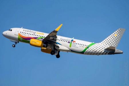 El Airbus A320 EC-MOG de Vueling con su decoración especial. (Foto J. Sánchez)