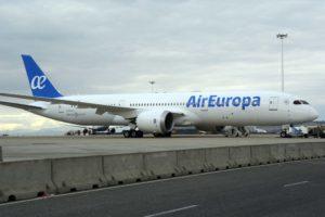 El primer Boeing 787-9 de Air Europa en el aeropuerto de Madrid Barajas poco después de su llegada.