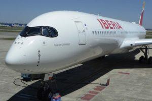 Iberia recibió en junio su primer Airbus A350 aunque no entrará en servicio hasta finales de junio por tener que hacerle una modificación técnica.
