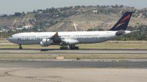El Airbus A340-300 EC-NBU fue el primer avión de Plus Ultra en ,lucir la nueva imagen corporativa de la aerloínea.