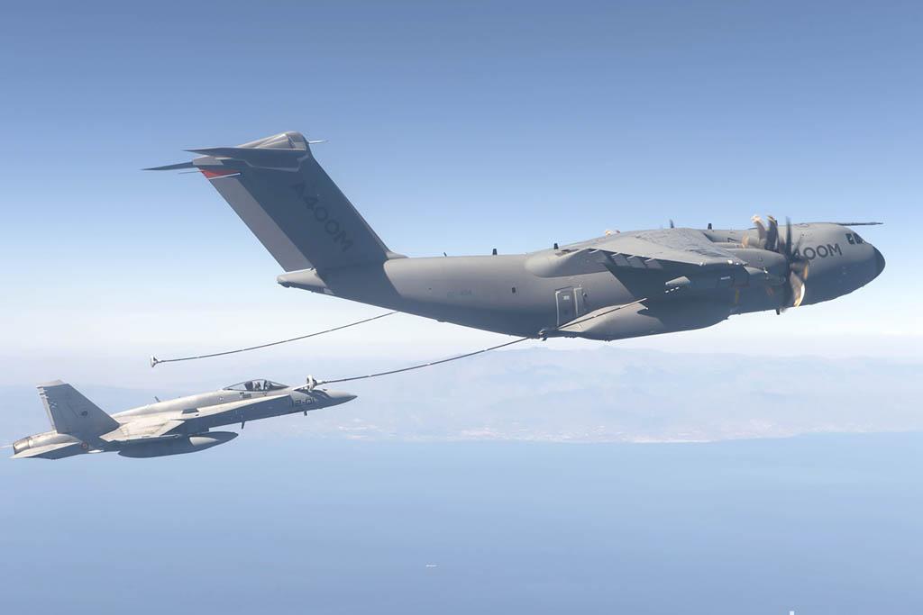 Repostaje de F/A-18 desde un A400M