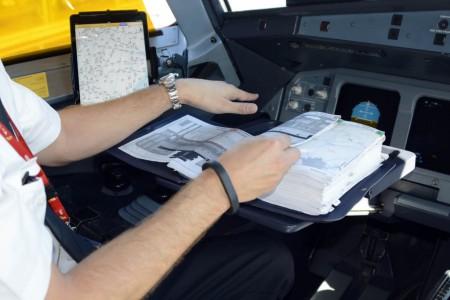iPad como EFB instalada en la cabina de un Airbus A321 de Iberia.
