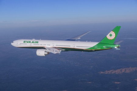El nuevo Boeing 777-300ER de Eva Air con la nueva imagen corporativa.
