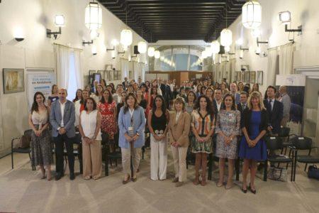 El salón de actos del Parlamento de Andalucía se llenó en la presentación de Ellas Vuelan Alto.