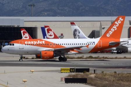 Por los aeropuertos de la red española de Aena pasaron entre enero y junio 103,9 millones de viajeros, un 11,7 por ciento más que en el primer semestre de 2015, alcanzando el máximo histórico en los últimos doce meses con 218,3 millones de pasajeros.